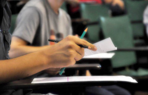 Estudante durante prova - Foto: Divulgação