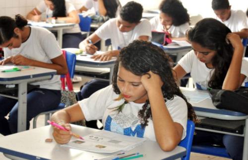 Diário do Amapá - Estudantes durante prova