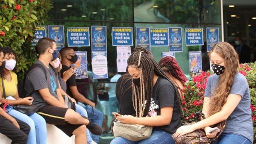 Estudantes aguardam para fazer o Enem 2020 - Foto: Rovena Rosa/Agência Brasil