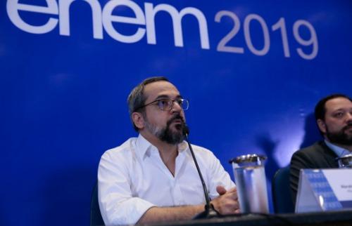 O ministro da Educação, Abraham Weintraub (esq.)., durante entrevista coletiva no MEC - Foto: Antonio Cruz/Agência Brasil
