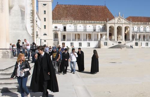 Estudantes na Universidade de Coimbra, em Portugal - Foto: Divulgação