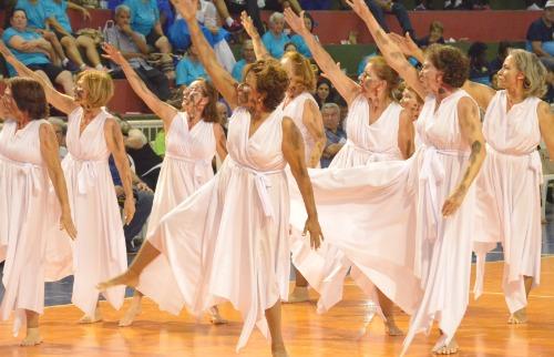 Tetê Viviani - Equipe de coreografia de Araraquara no 21º Jogos Regionais do Idoso (Divulgação/Tetê Viviani)
