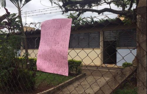 Escola é fechada por causa de infestação de escorpiões (Foto: Fernanda Manécolo) - Foto: Da reportagem
