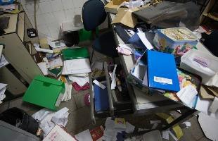 Mastrangelo Reino / A Cidade - Materiais ficaram espalhados por salas da escola