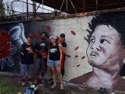 Grafiteiros e alunos pintam o muro de escola estadual em Ribeirão