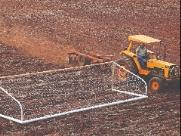 Campo da Escolinha começa a ser preparado para receber novo gramado
