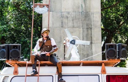 """Espetáculo de rua Desventuras de um Quixote: em terras de um país qualquer ou nenhum"""" (Divulgação) - Foto: Divulgação"""