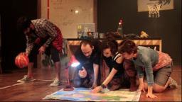Teatro do Sesi traz as aventuras de três amigos no espetáculo FUI