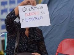 - Mulheres e familiares de policiais continuam acampadas na porta dos Batalhões da Polícia Militar - Foto: Tânia Rêgo / Agência Brasil)
