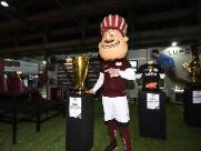Troféus, fotos com jogadores e produtos oficiais são atrações em espaço da AFE na Facira