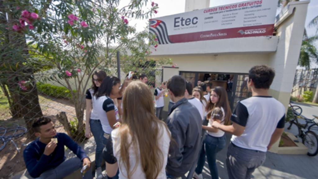 Estudantes na Etec de Fernandópolis (SP) - Foto: Gastãp Guedes/Centro Paula Souza