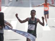 Etíope desbanca bicampeão na São Silvestre; jovem queniana vence
