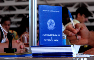 Carteira de trabalho - Foto: Divulgação/EBC