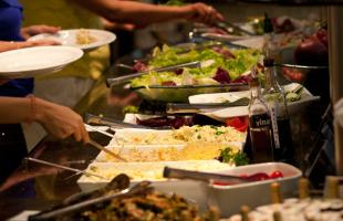 18.dez.2013 - Matheus Urenha / A Cidade - Comer fora de casa está mais caro