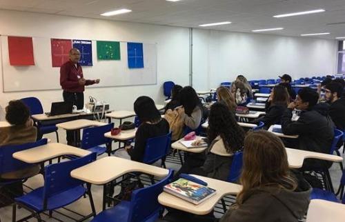 Estudantes durante aula de cursinho para o vestibular em unidade da Fatec - Foto: Divulgação