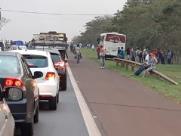 Incêndio impede tráfego de veículos em rodovia da região