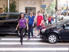 Pedestres fazem o que podem para atravessar em meio aos veículos no Centro de Ribeirão - Foto: Weber Sian / A Cidade