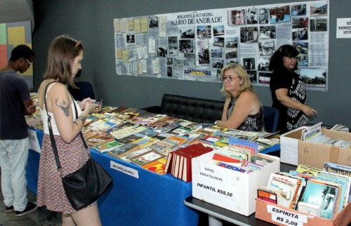 Feira de Troca de Livros acontece na Biblioteca Municipal (Divulgação) - Foto: Divulgação