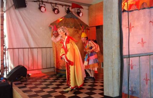 Júlia Fernandes - Teatro animou a manhã da Feira do Livro (Foto: Júlia Fernandes)