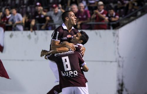 Felipe Ferreira, Tony e Léo Artur na comemoração do primeiro gol da AFE contra o Azulão. (Foto: Amanda Rocha/ACidadeON) - Foto: Amanda Rocha