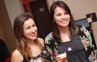 Murilo Corte / Especial - Fernanda Uenoe Carolina Okubo degustaram cerveja com comida japonesa; veja mais fotos na galeria (foto: Murilo Corte / Especial)