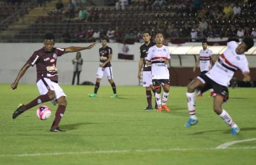Beto Boschiero/AFE - Ferroviária e Botafogo se enfrentaram na Arena da Fonte nesta segunda (Beto Boschiero/AFE)