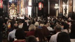 Fiéis celebram o dia de Nossa Senhora da Imaculada Conceição