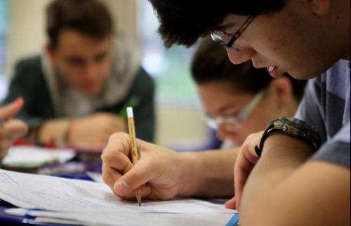Estudante durante prova - Foto: Anup