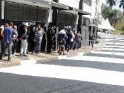 Torcedores da Ponte fazem fila para comprar ingressos