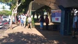 Fila marca o início da votação em Araraquara