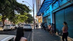 Supermercado com aglomeração de pessoas é autuado em São Carlos