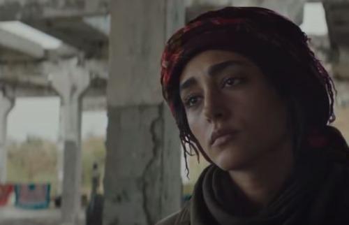 Bahar é a comandante das Filhas do Sol, um batalhão composto apenas por mulheres curdas que atua ofensivamente na guerra do Curdistão. Foto: Reprodução/ YouTube - Foto: Divulgação