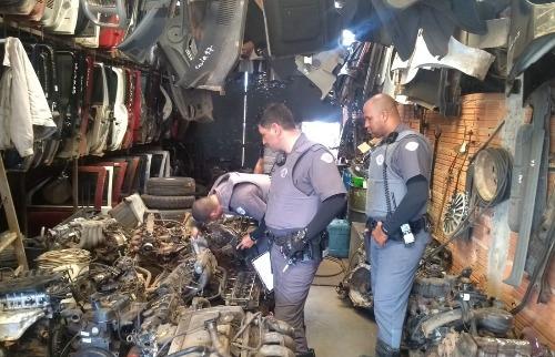PM, GM e Fiscalização realizam operação em comércios de peças usadas - Foto: Divulgação