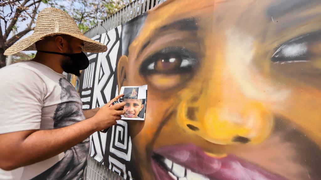 Flávio Preto faz homenagem às crianças do Vale Verde em grafite no Sesc (Foto: Amanda Rocha) - Foto: Amanda Rocha