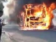 Ônibus pega fogo no Jardim Santa Terezinha