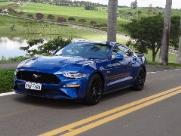 O icônico Ford Mustang chega oficialmente ao Brasil com desempenho que justifica o mito