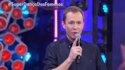 Tiago Leifert fala de carinho e respeito por Faustão na abertura da Super Dança