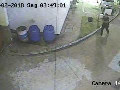 Frame de vídeo mostra momento da agressão no Bosque. (Foto: Reprodução/EPTV) - Foto: Reprodução/EPTV
