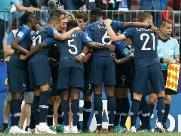 Eficiente, França aproveita poucas chances e sai na frente