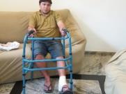 Pedreiro que fraturou tornozelo ao cair em buraco vai processar a prefeitura
