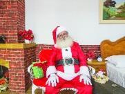 O Papai Noel que nunca perde o espírito de Natal