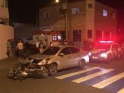Motociclista sofre fratura exposta após ser atingida por carro