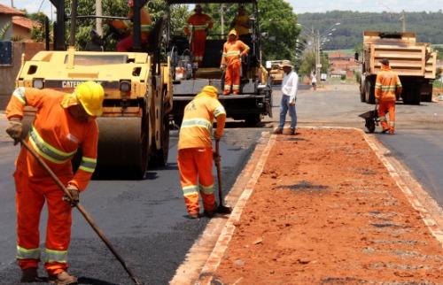 ACidade ON - Araraquara - Funcionários trabalham na obra que custou R$ 106 mi aos cofres municipais