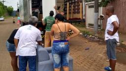 Famílias atingidas pela chuva recebem móveis e eletrodomésticos