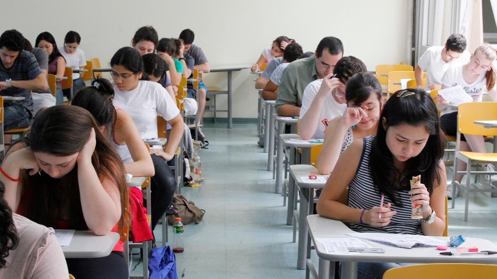 Estudantes durante prova do vestibular da Fuvest - Foto: Marcos Sant/USP Imagens