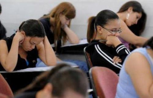 Estudantes durante prova do vestibular da Fuvest - Foto: Agência Brasil