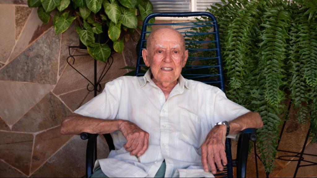 \'Seo\' Gabriel completou 105 anos de idade e comemorou com amigos e familiares - Foto: Weber Sian / A Cidade