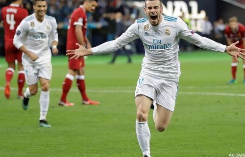 SERGEI GRITS/ASSOCIATED PRESS/ESTADÃO CONTEÚDO - Gareth Bale, do Real Madrid, comemora após marcar gol na partida contra o Liverpool (Foto: SERGEI GRITS/ASSOCIATED PRESS/ESTADÃO CONTEÚDO)