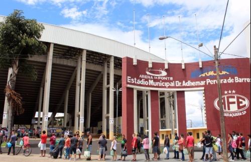 Da reportagem - Grande fila se formou no estádio na tarde de hoje (Foto: Divulgação)
