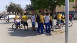 Servidores dos Correios se reúnem em frente ao Mercadão